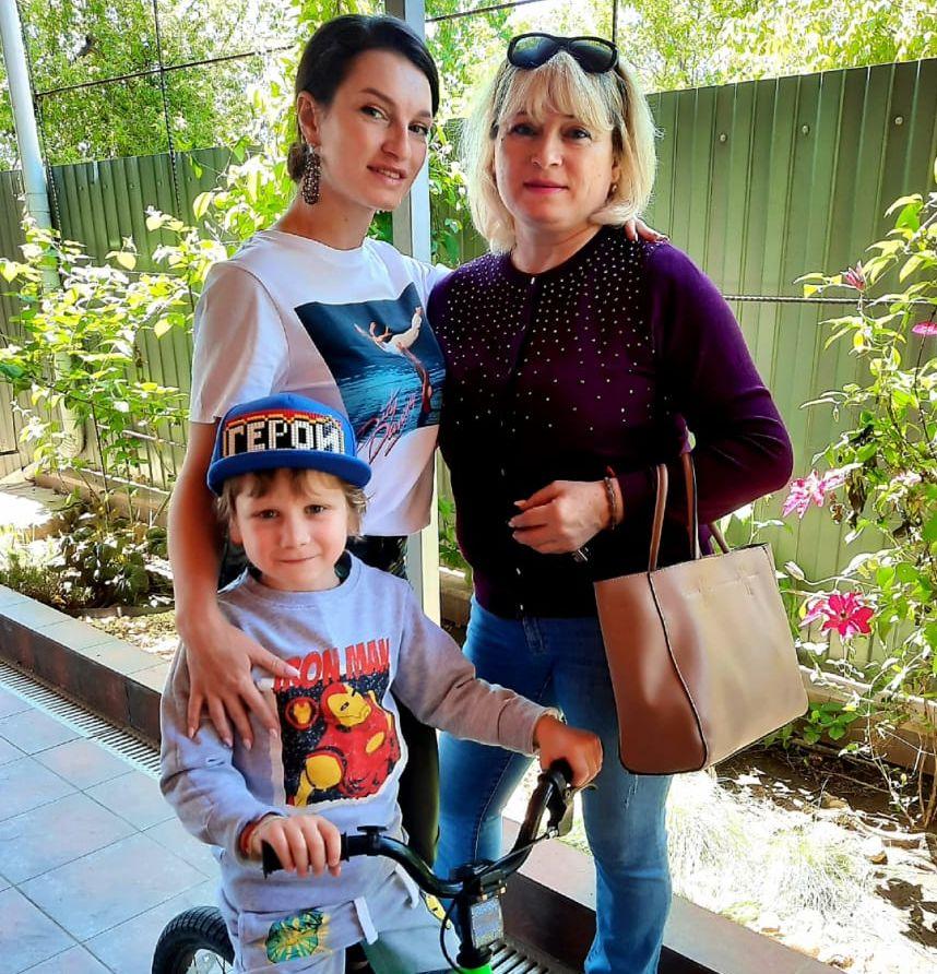 Instagram-аукцион: фонд «Настенька» поддержала волонтер Оксана Гончарова
